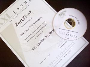Cours par correspondance certifié pour devenir styliste d'extension de cils