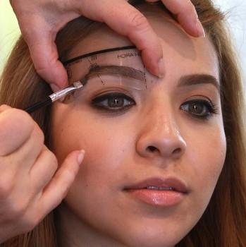 Crème semi-permanente pour sourcils - existe en 4 couleurs - brosse double face incl.