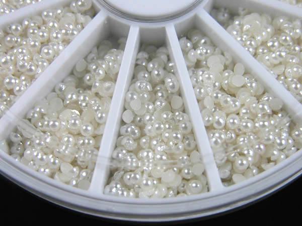 600 petite perles dans une boite circulaire